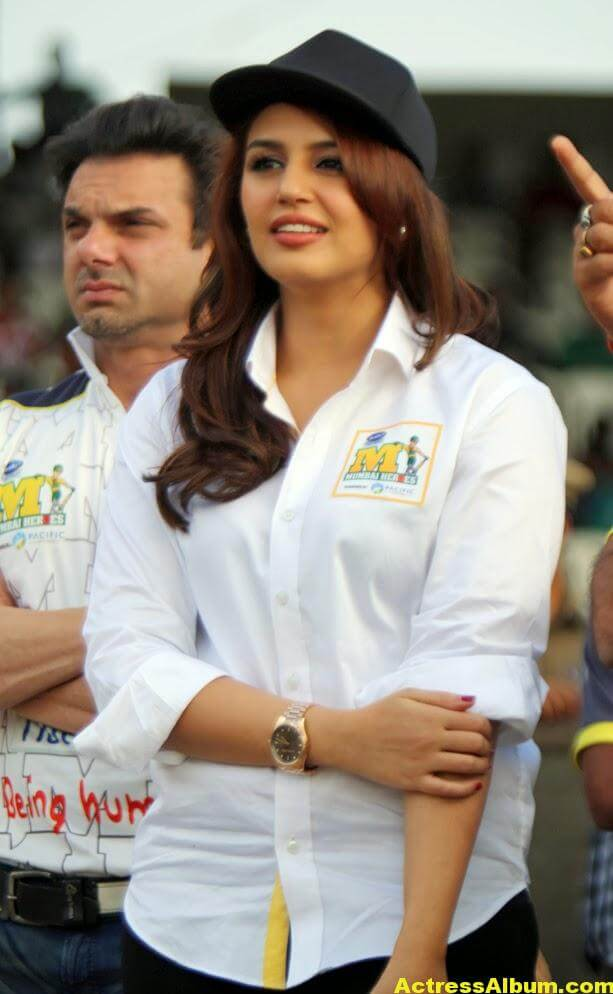 Huma Qureshi Unseen Photos In Beautiful White Dress 5