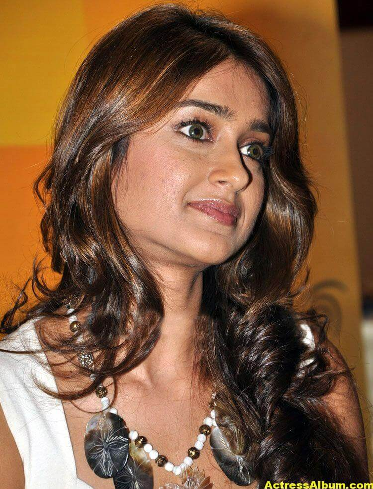 Ileana Hot Photos In White Dress 4