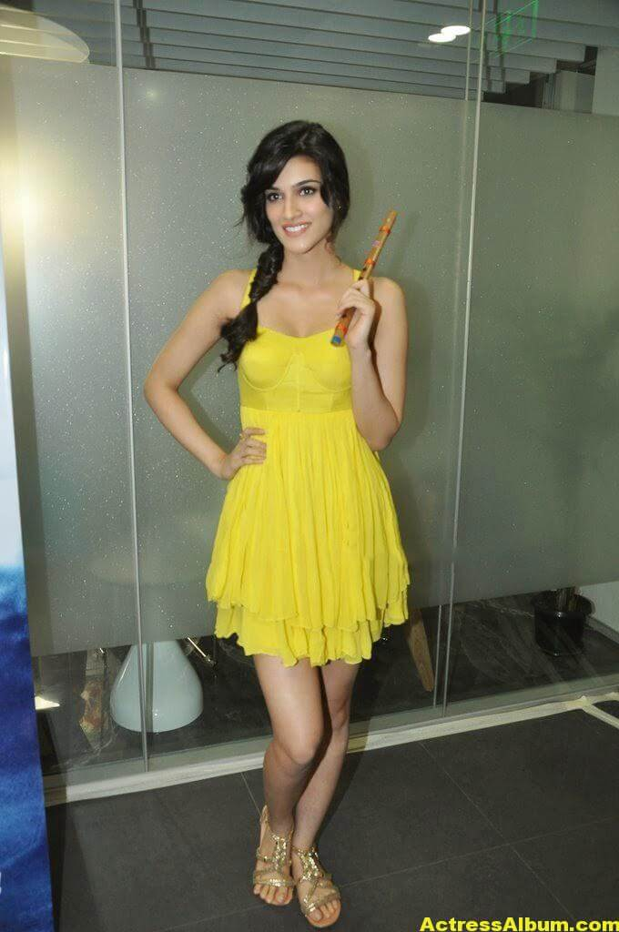 Kriti Sanon Hot Lags Show Photoshoot Stills In Yellow Top 2