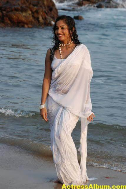 Madhavi Latha Navel Show Photos in White Saree 1