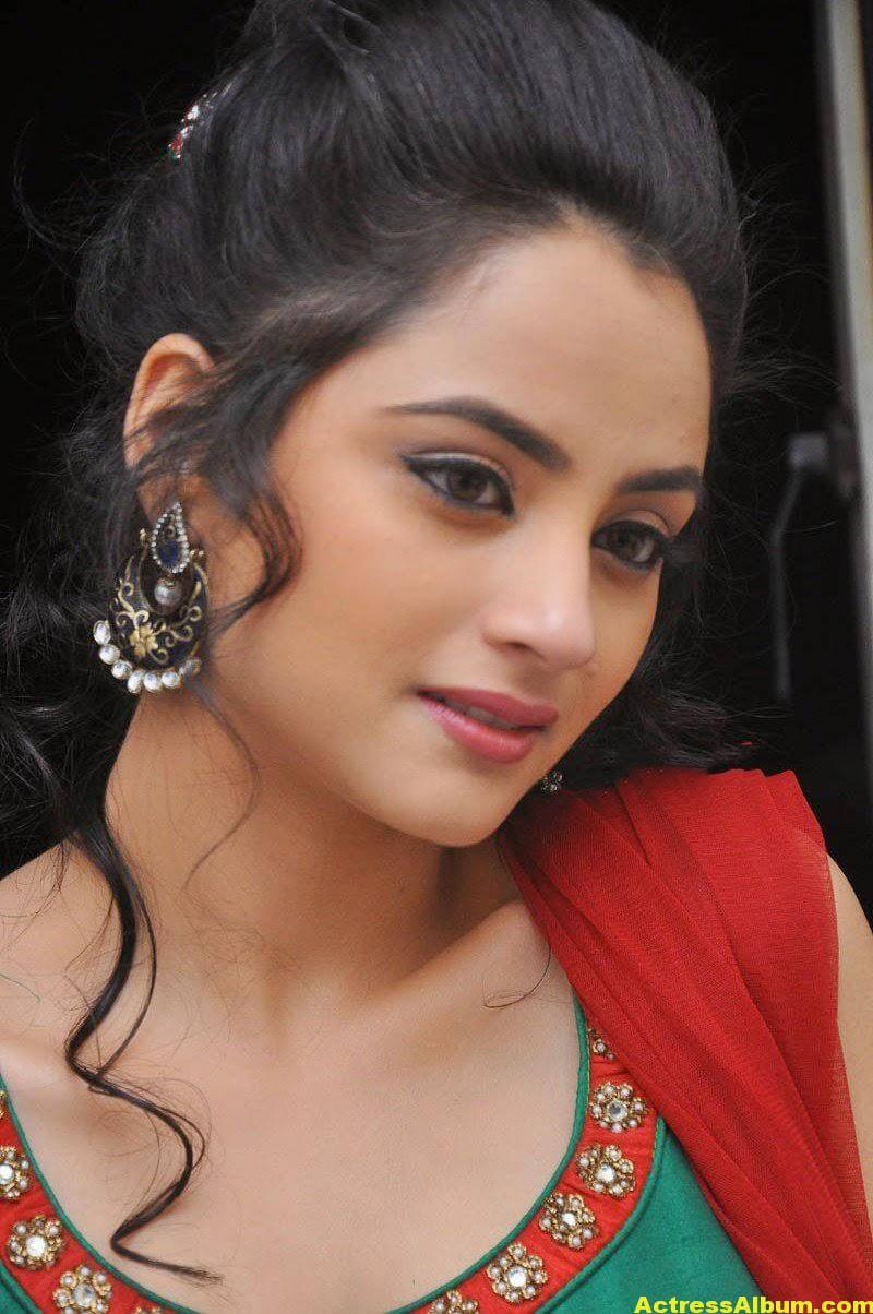 Madirakshi Mundle Hot Photoshoot In Green Dress 1