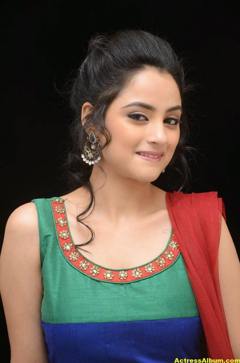 Madirakshi Mundle Hot Photoshoot In Green Dress 4