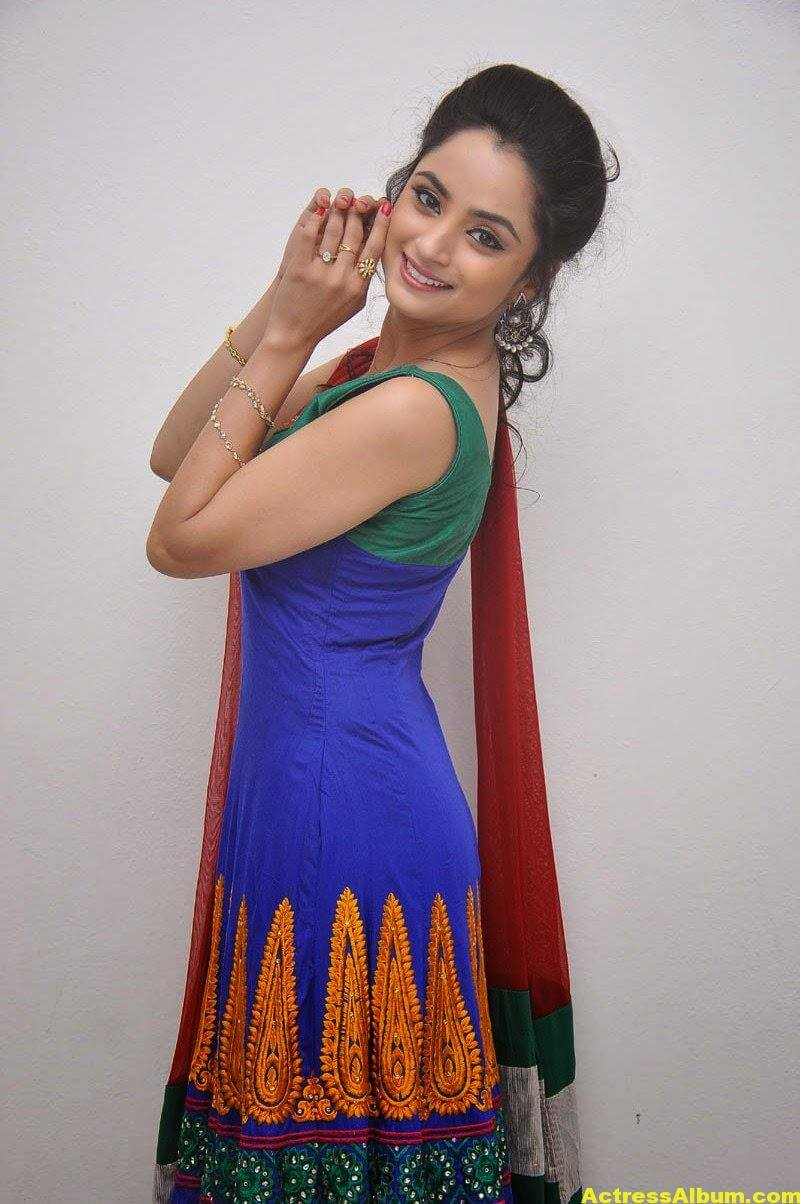 Madirakshi Mundle Hot Photoshoot In Green Dress 5