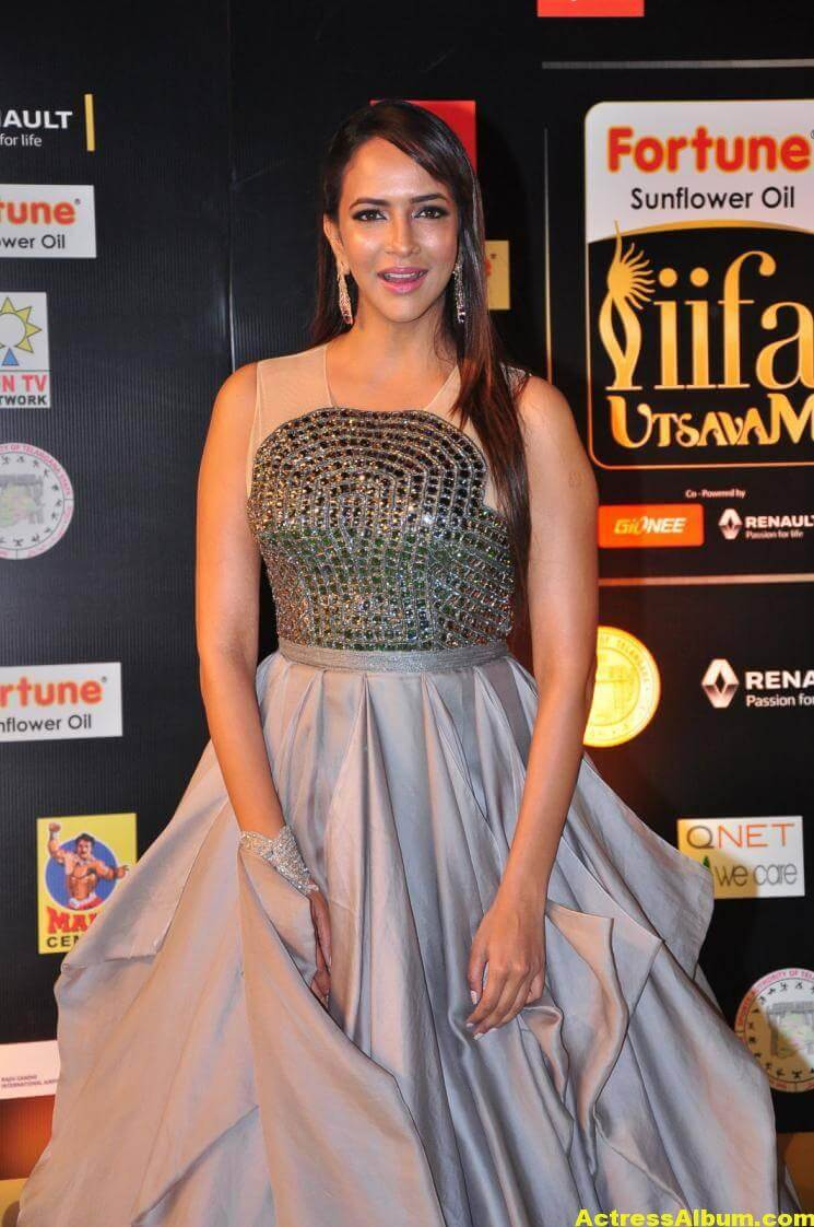 Manchu Lakshmi Hot Stills At IIFA Utsavam Awards 3
