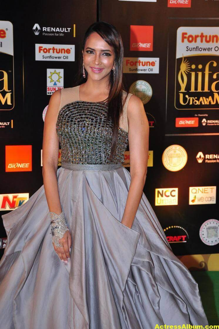 Manchu Lakshmi Hot Stills At IIFA Utsavam Awards 5