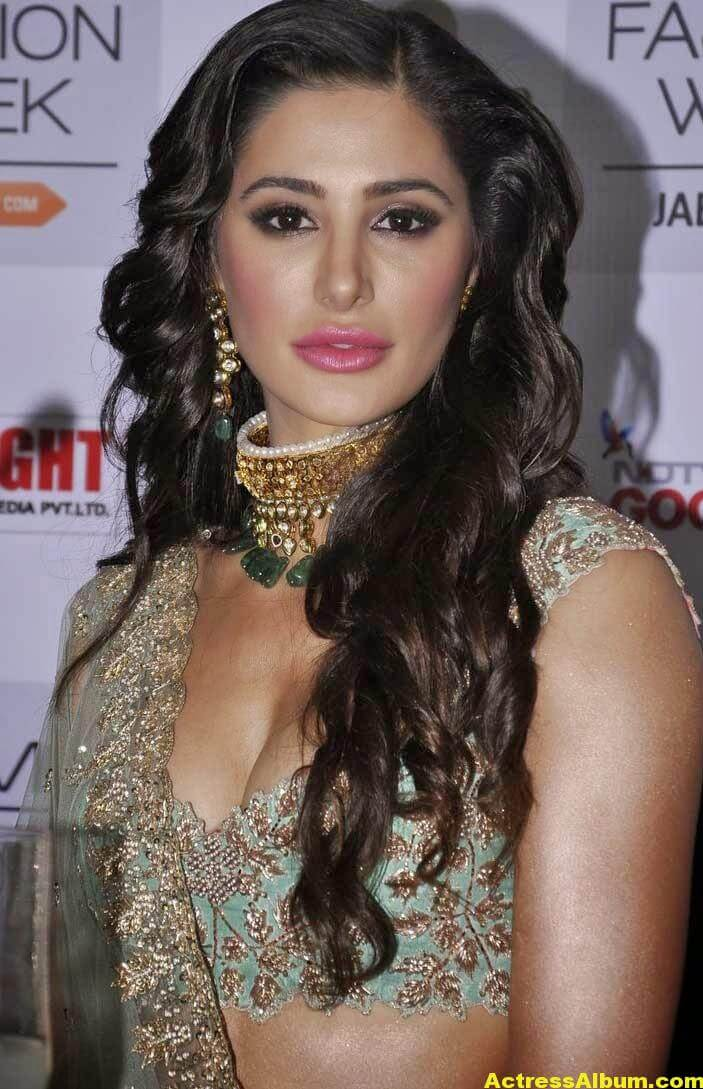 Nargis Fakhri Latest Hot Photos In Pink Dress 6