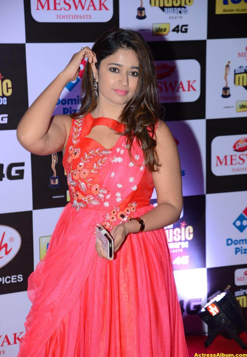 Poonam Bajwa Hot At Mirchi Music Awards In Pink Dress 2