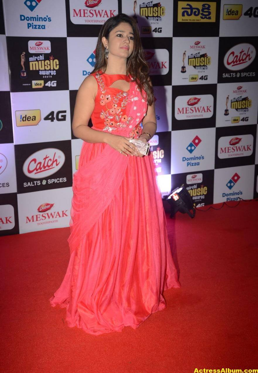 Poonam Bajwa Hot At Mirchi Music Awards In Pink Dress 4