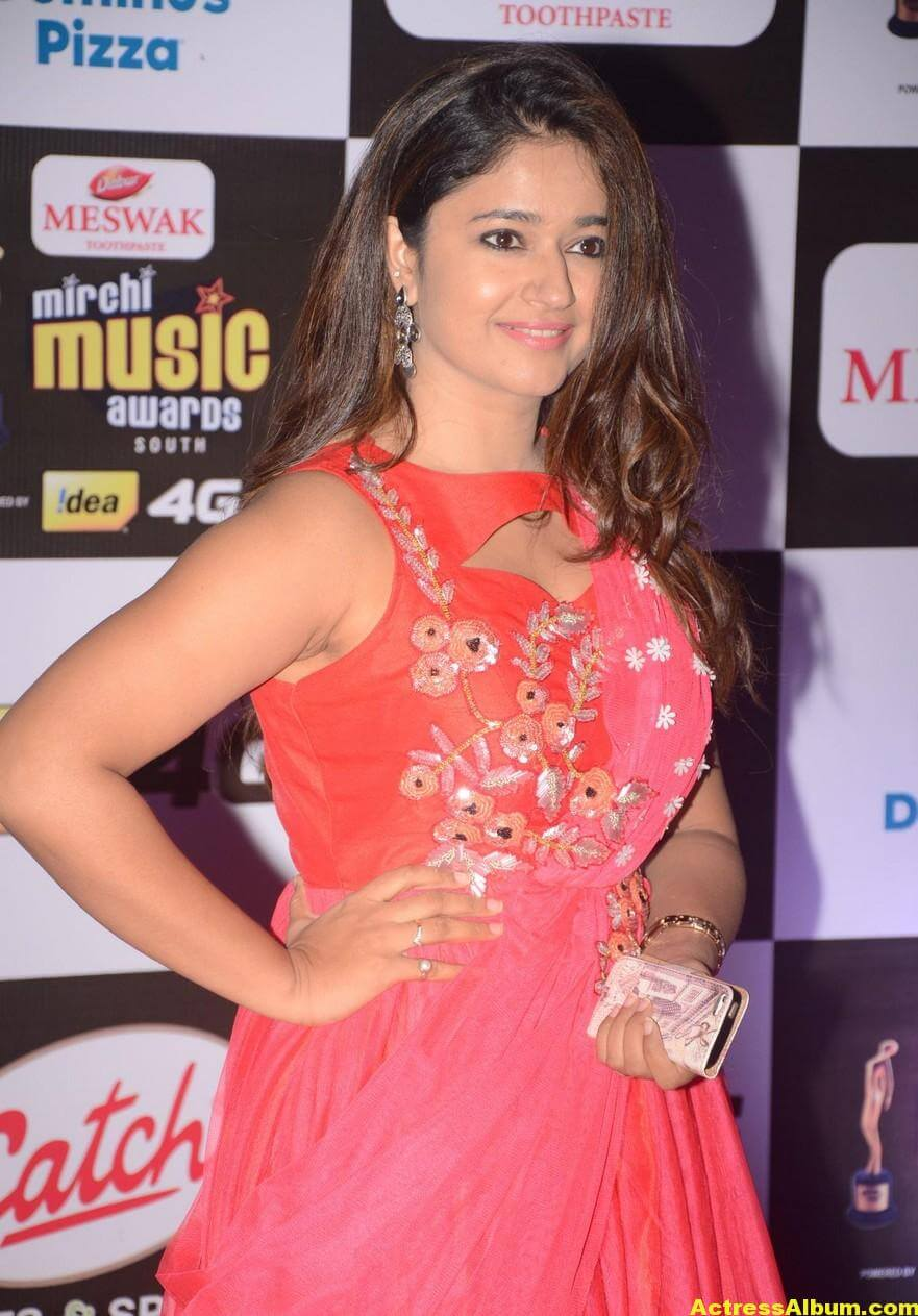 Poonam Bajwa Hot At Mirchi Music Awards In Pink Dress 5