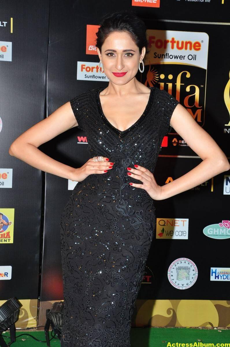 Pragya Jaiswal Hot Stills At IIFA Utsavam Awards 1
