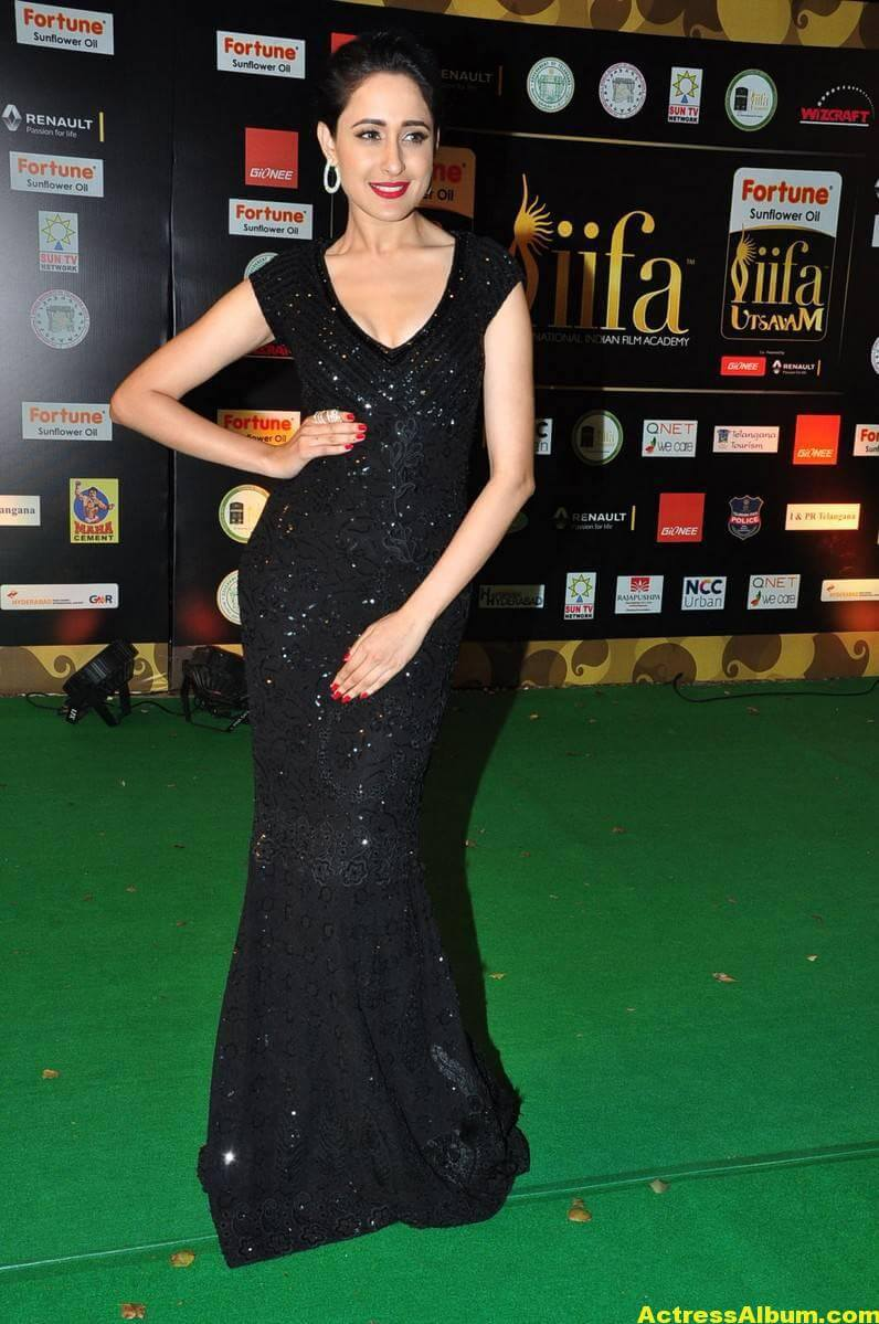 Pragya Jaiswal Hot Stills At IIFA Utsavam Awards 2