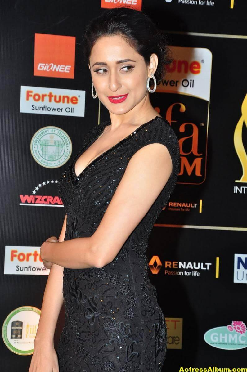 Pragya Jaiswal Hot Stills At IIFA Utsavam Awards 3