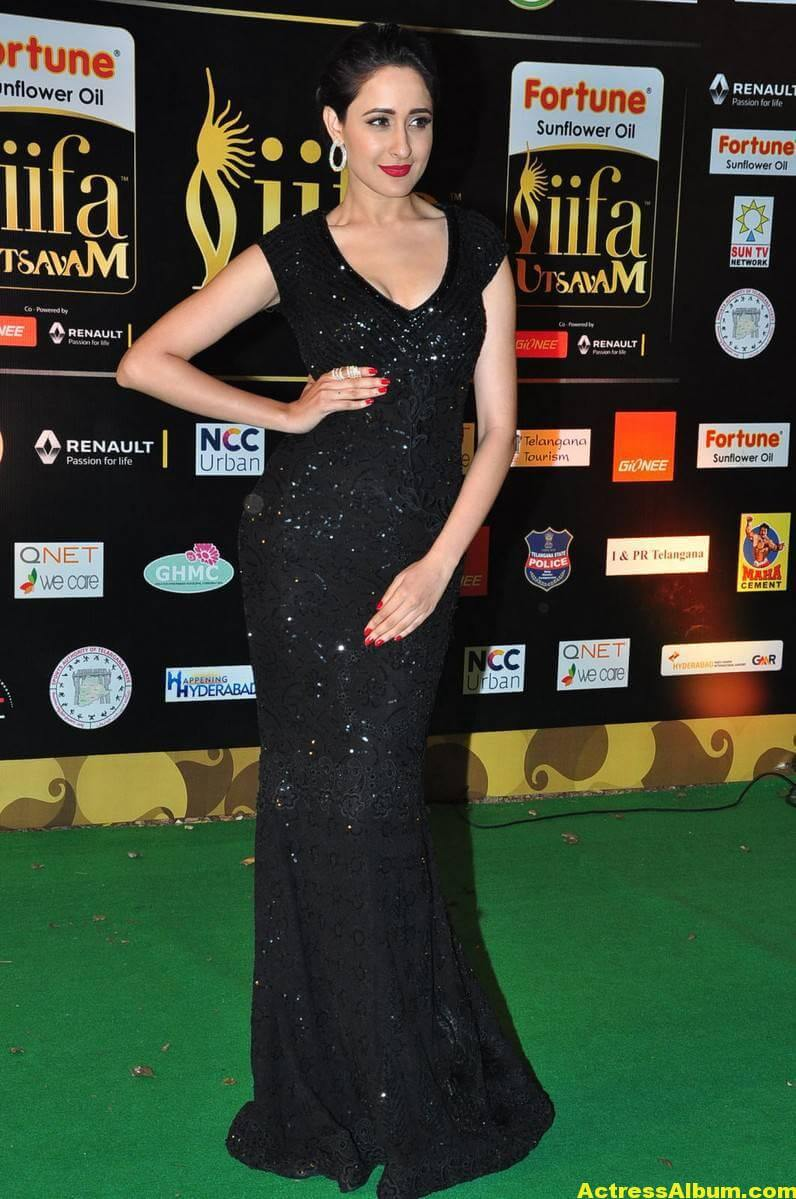 Pragya Jaiswal Hot Stills At IIFA Utsavam Awards 5