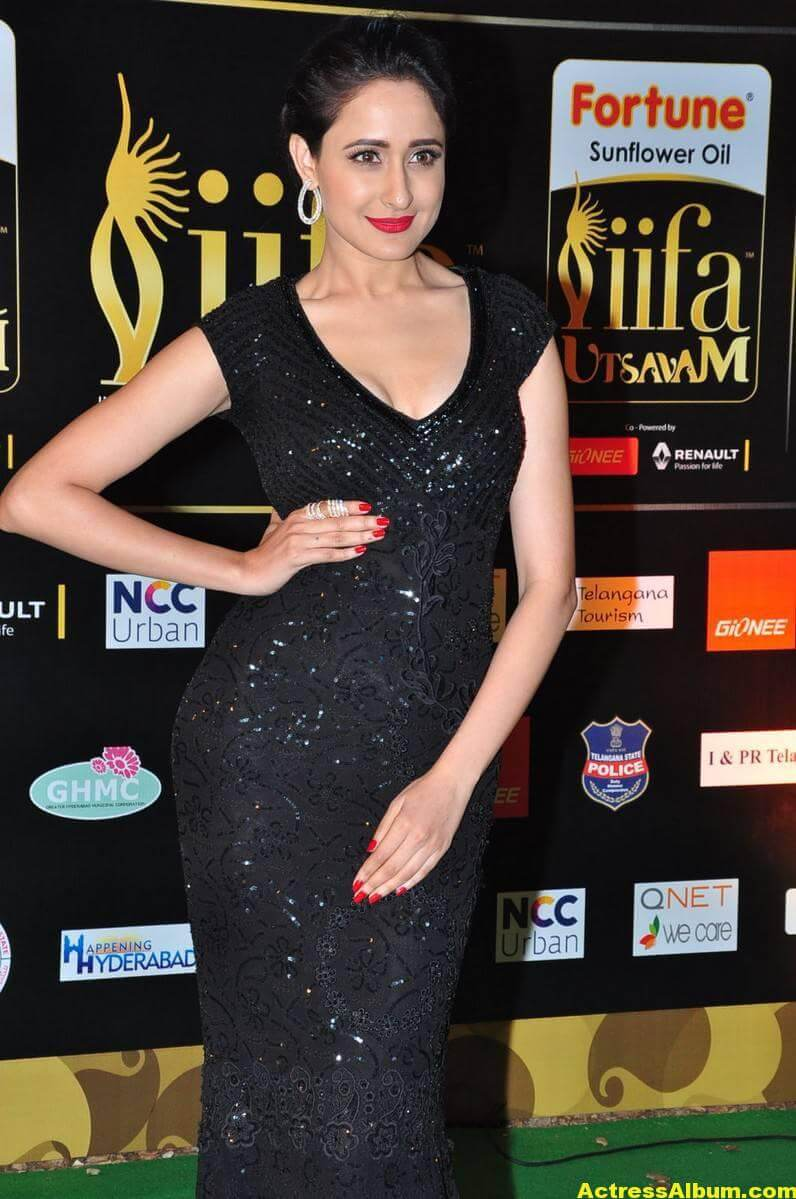 Pragya Jaiswal Hot Stills At IIFA Utsavam Awards 6