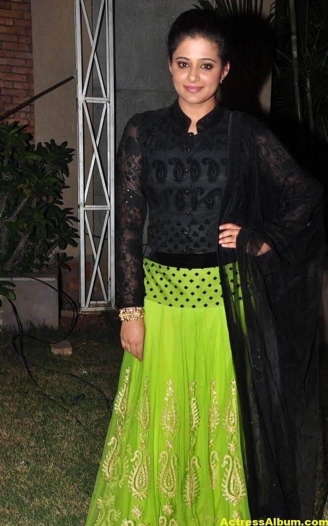 Priyamani Latest Hot Stills In Black Dress 2