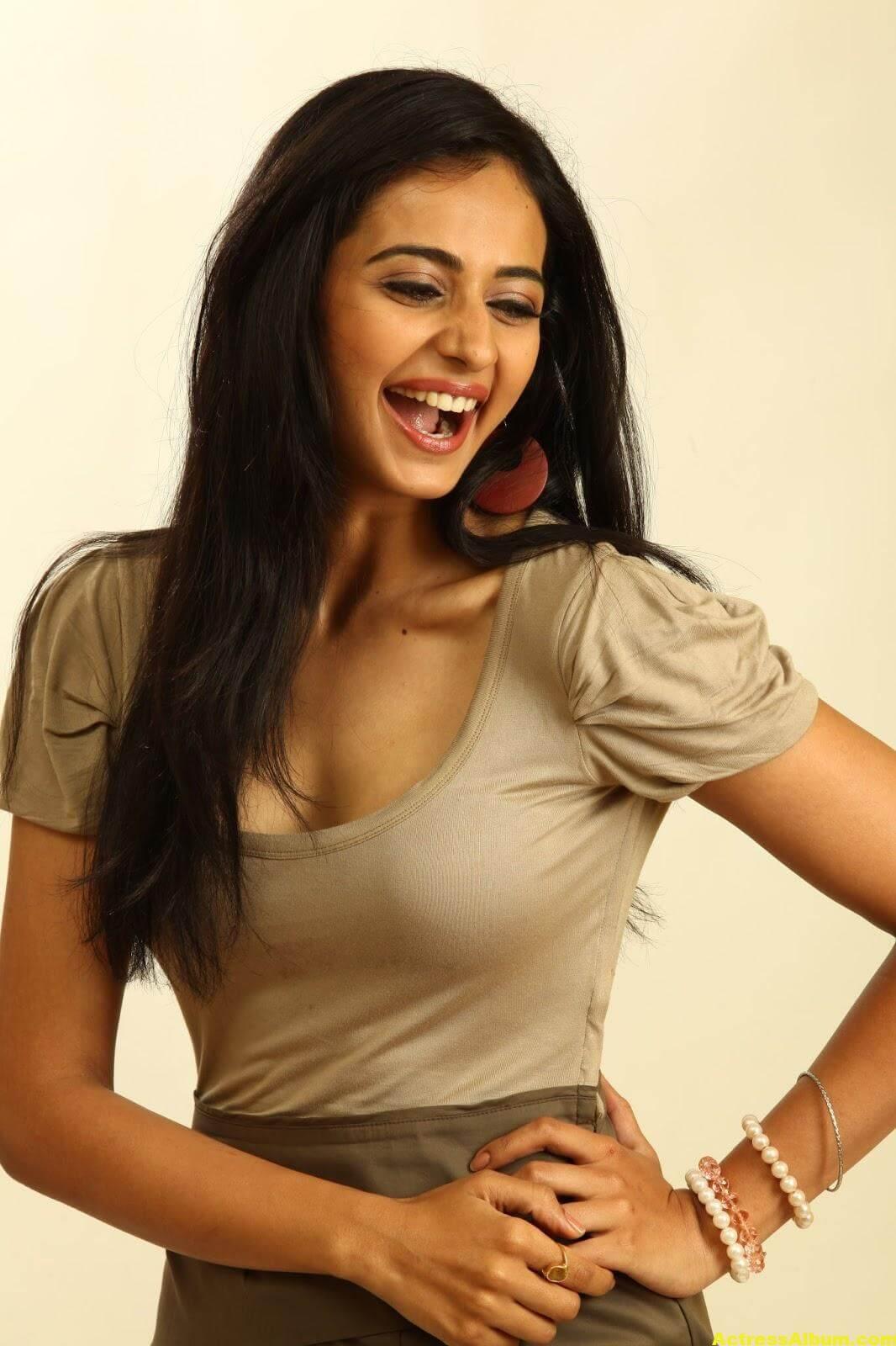 Rakul Preet Singh Cute Smiling Stills 2