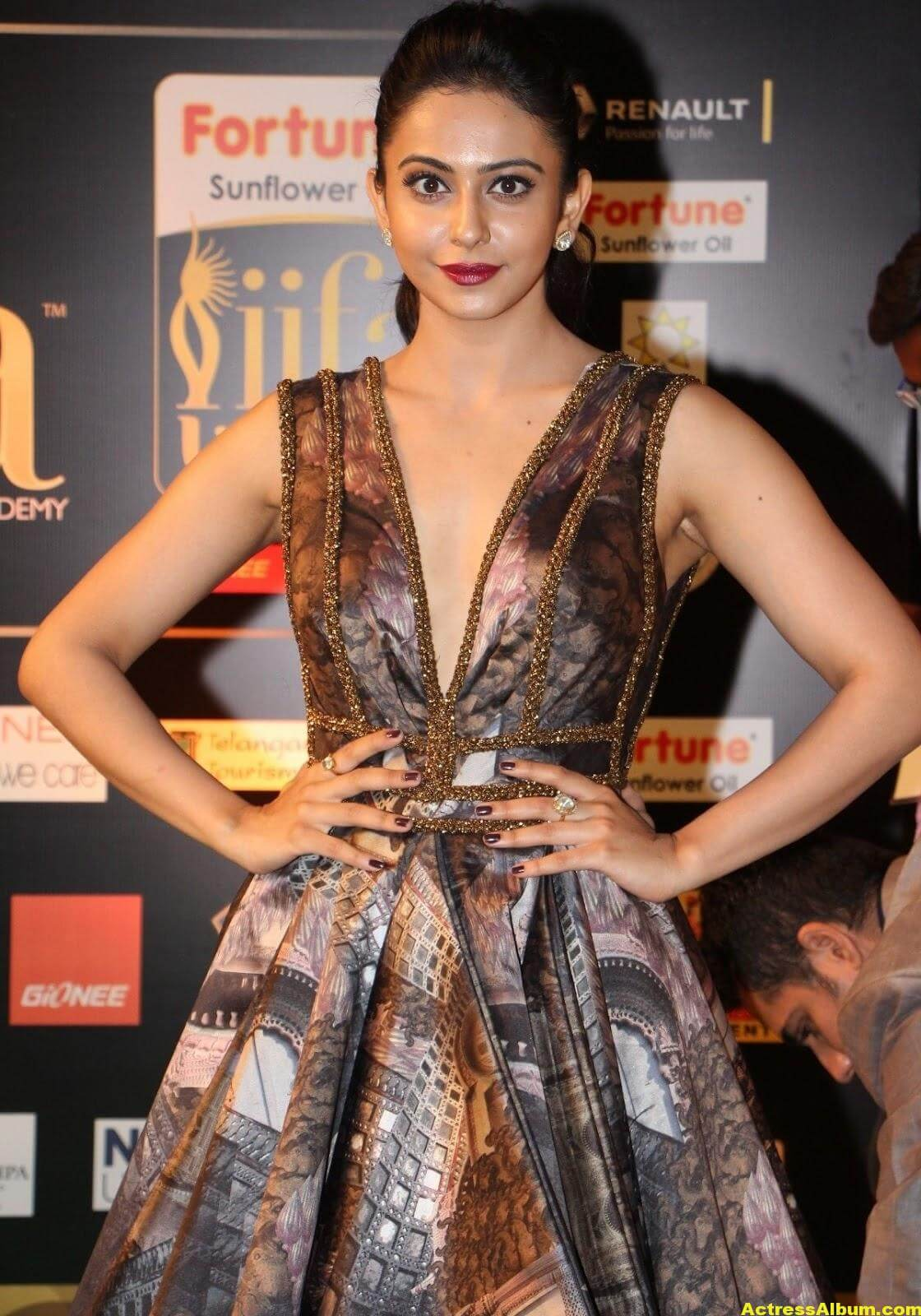 Rakul Preet Singh Hot Stills At Iifa Utsavam 1