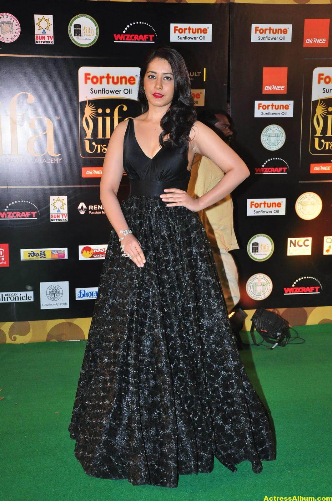 Rashi Khanna Hot Photos At Iifa Utsavam 5