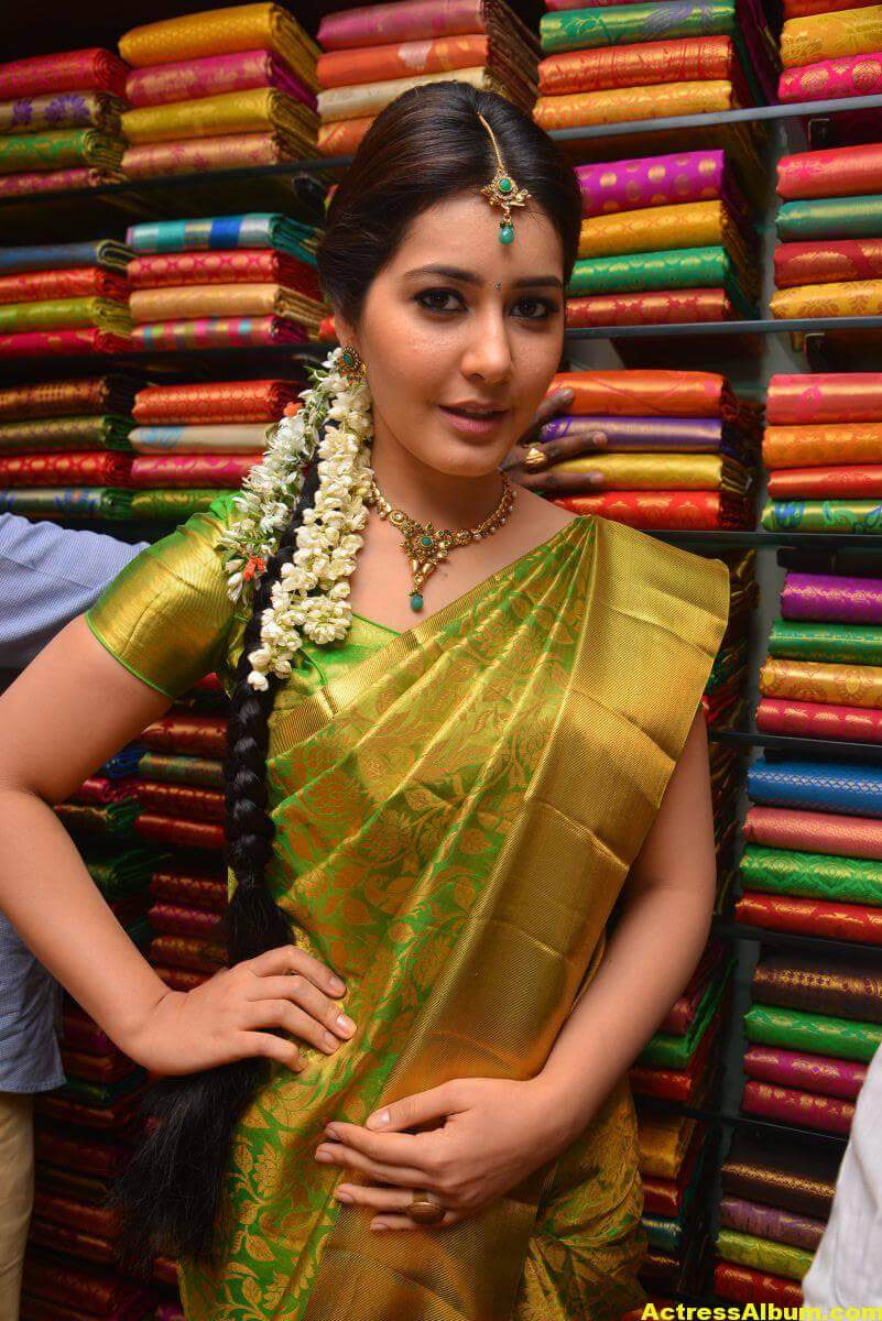 Rashi Khanna Stills In Green Kanchipuram Saree 2