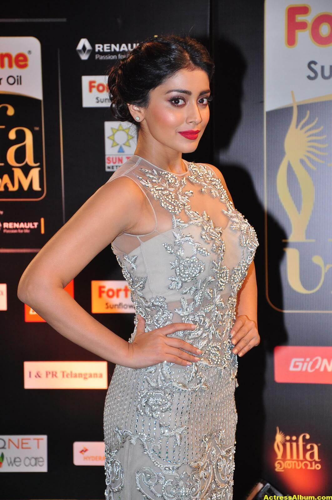 Shriya Saran Hot in IIFA Utsavam in White Dress 1