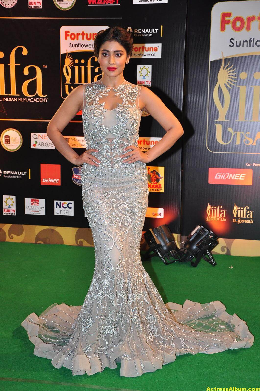 Shriya Saran Hot in IIFA Utsavam in White Dress 3