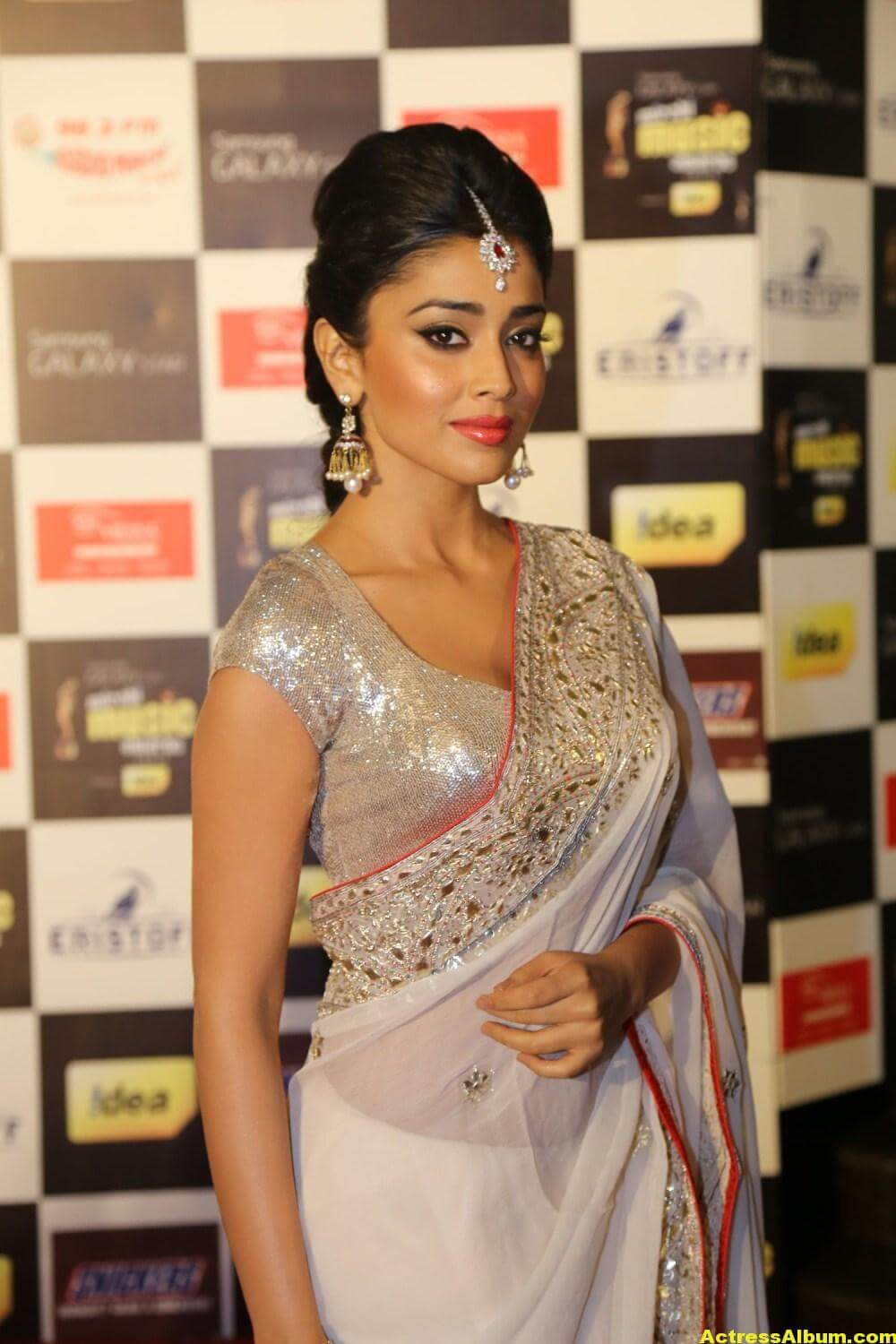 Shriya Saran Latest Hot Photos In White Saree 1