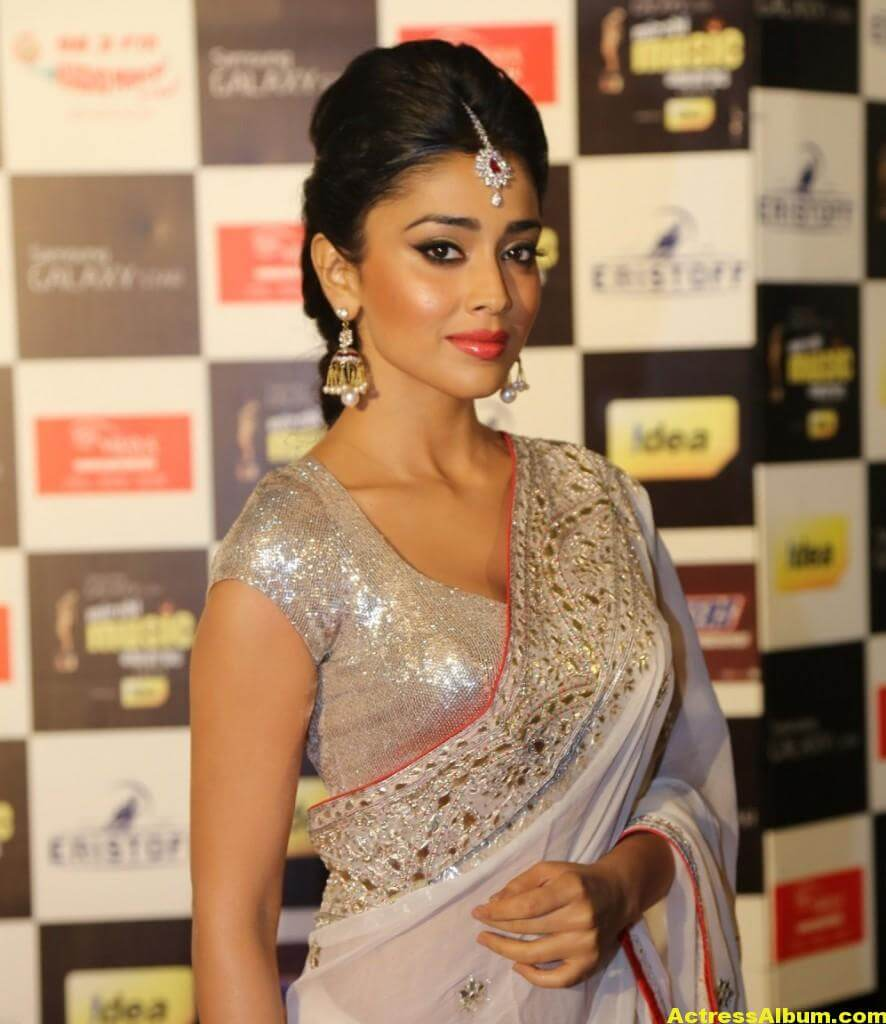 Shriya Saran Latest Hot Photos In White Saree 3