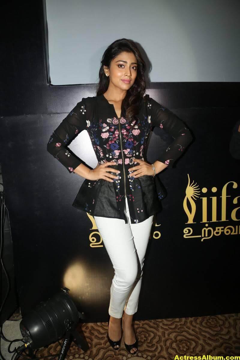 Shriya Saran Without Makeup Stills 2