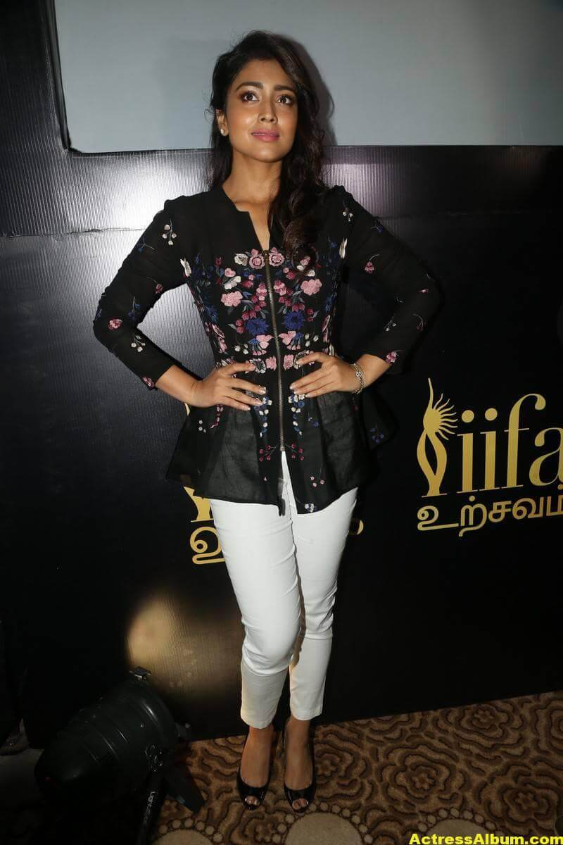 Shriya Saran Without Makeup Stills 6
