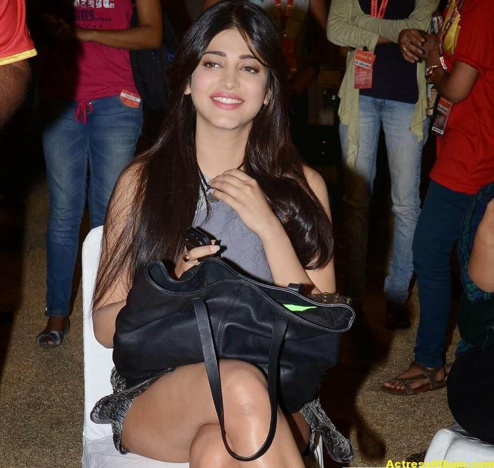 Shruti Haasan Hot Thigh Show Photos 1