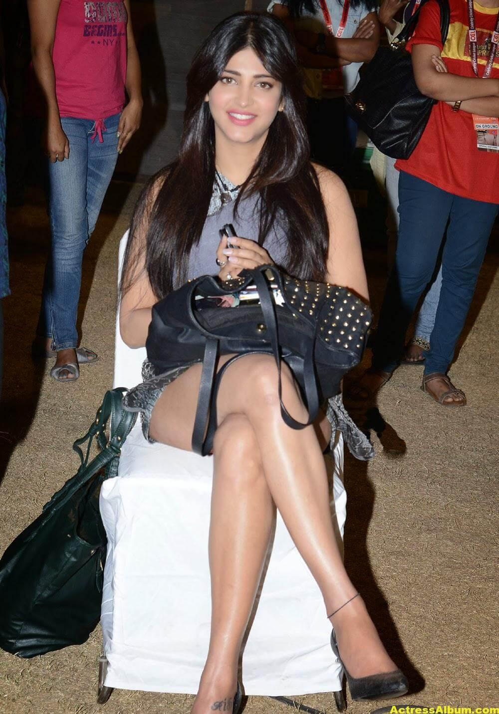 Shruti Haasan Hot Thigh Show Photos 2