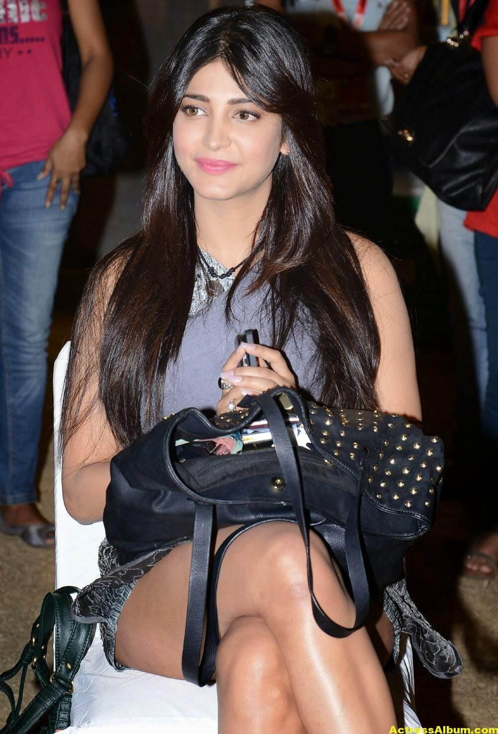 Shruti Haasan Hot Thigh Show Photos 3