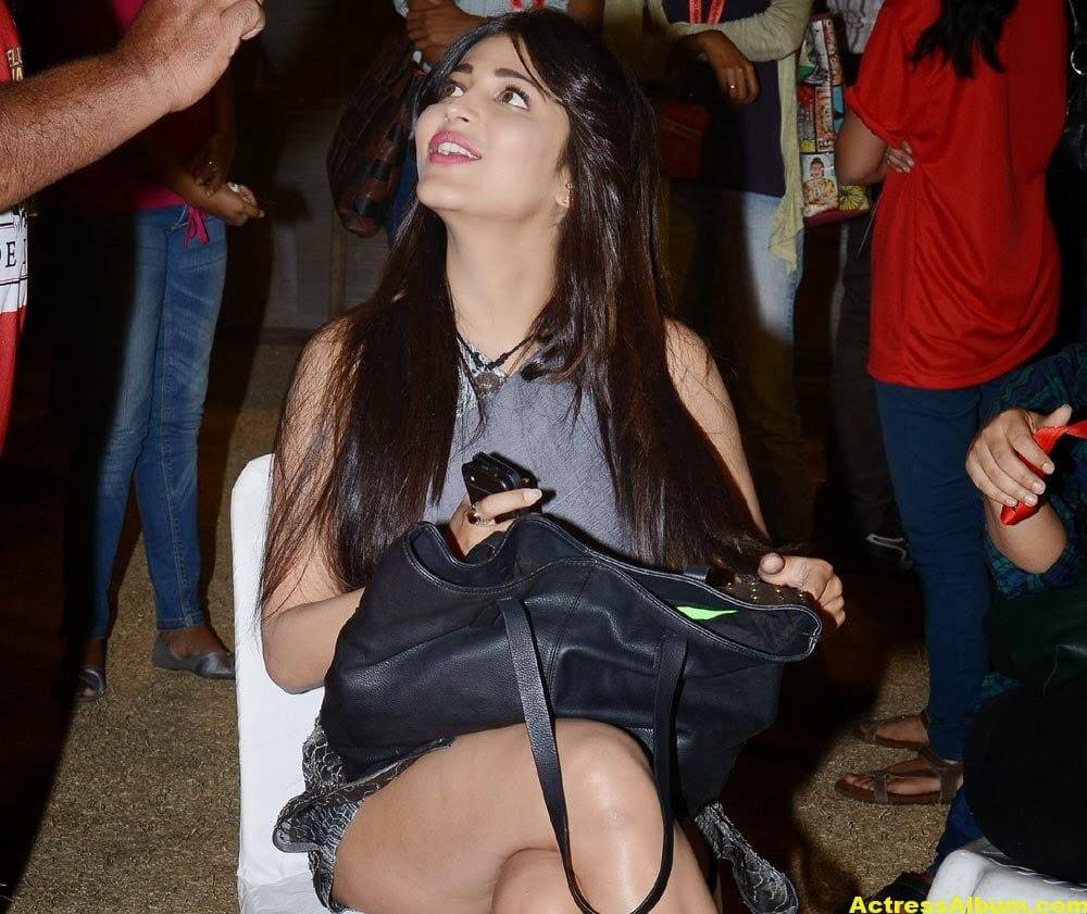 Shruti Haasan Hot Thigh Show Photos 4