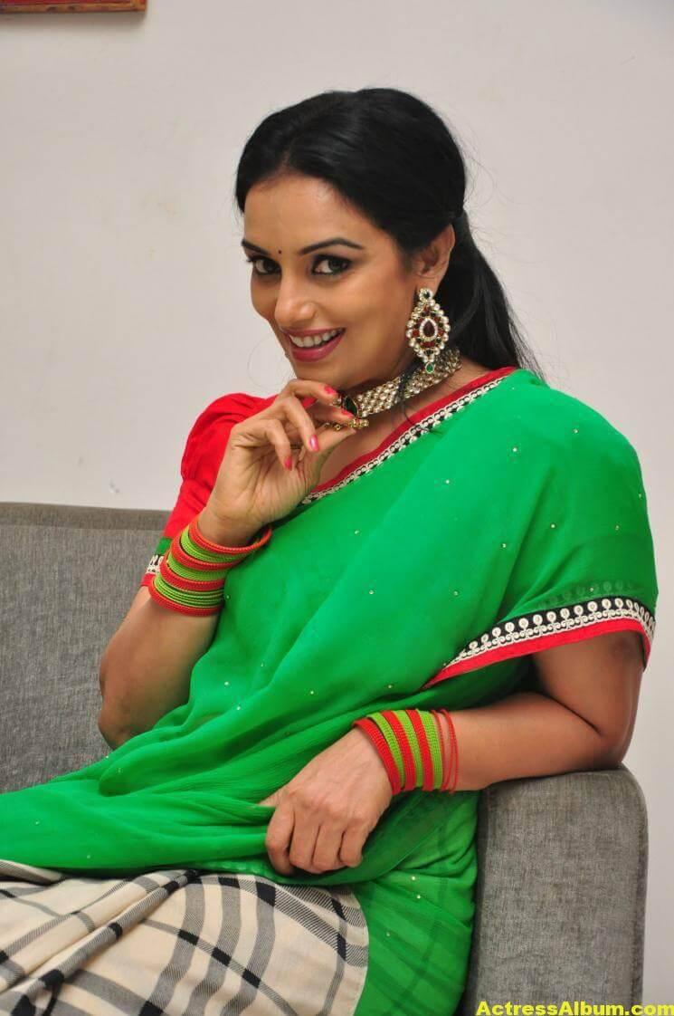 Shweta Menon Stills At She Movie In Green Saree 2