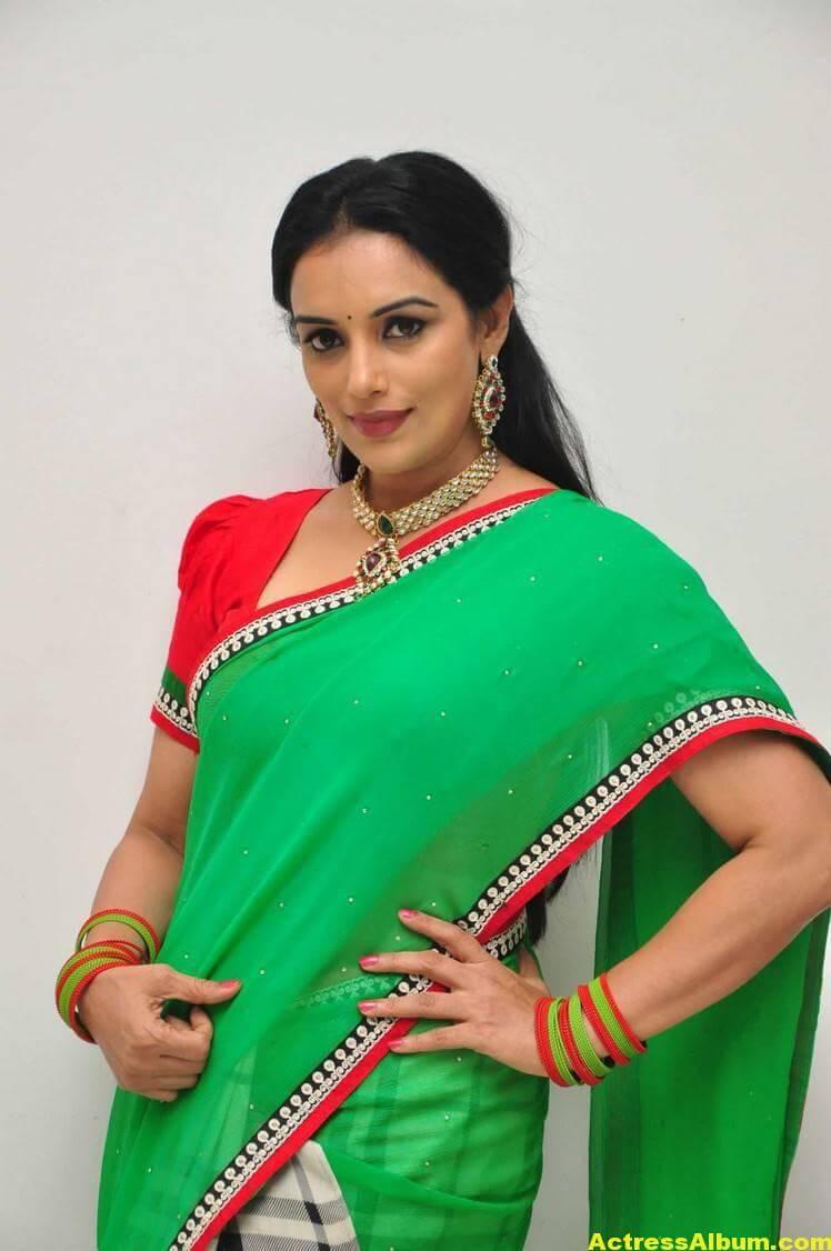 Shweta Menon Stills At She Movie In Green Saree 3