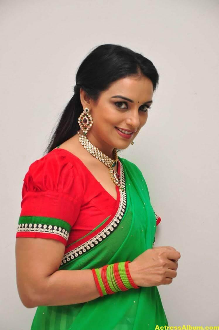 Shweta Menon Stills At She Movie In Green Saree 4