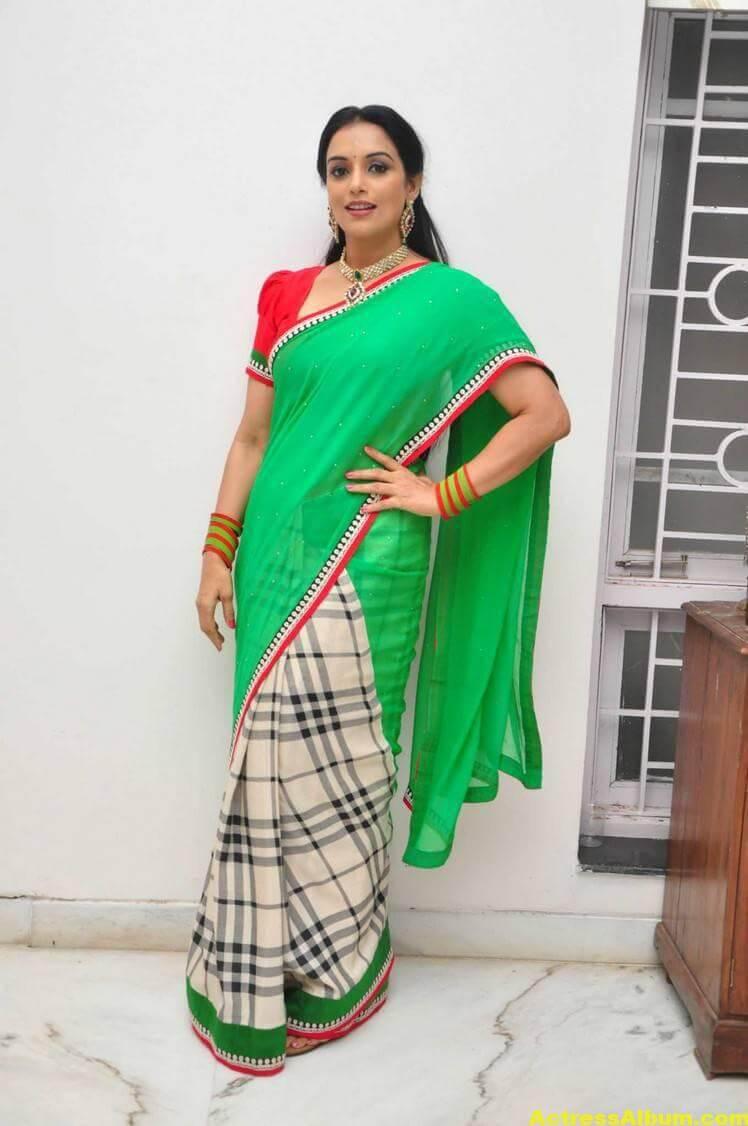 Shweta Menon Stills At She Movie In Green Saree 5