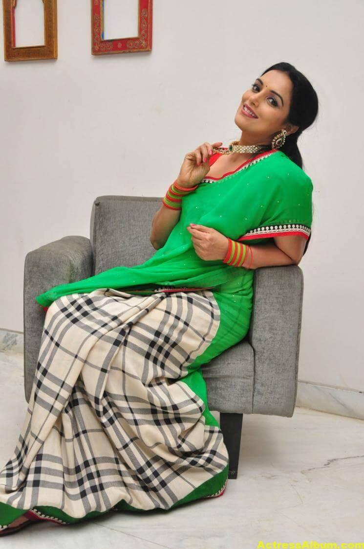 Shweta Menon Stills At She Movie In Green Saree 6