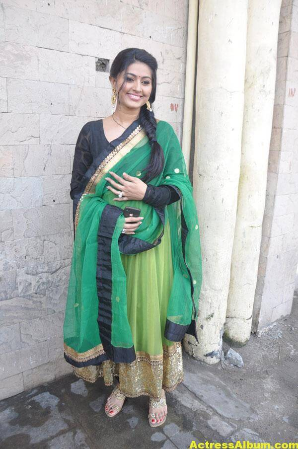 Sneha Latest Hot Photos In Green Designer Saree 2