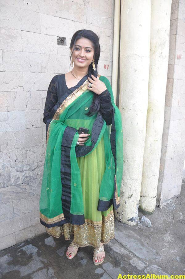 Sneha Latest Hot Photos In Green Designer Saree 4
