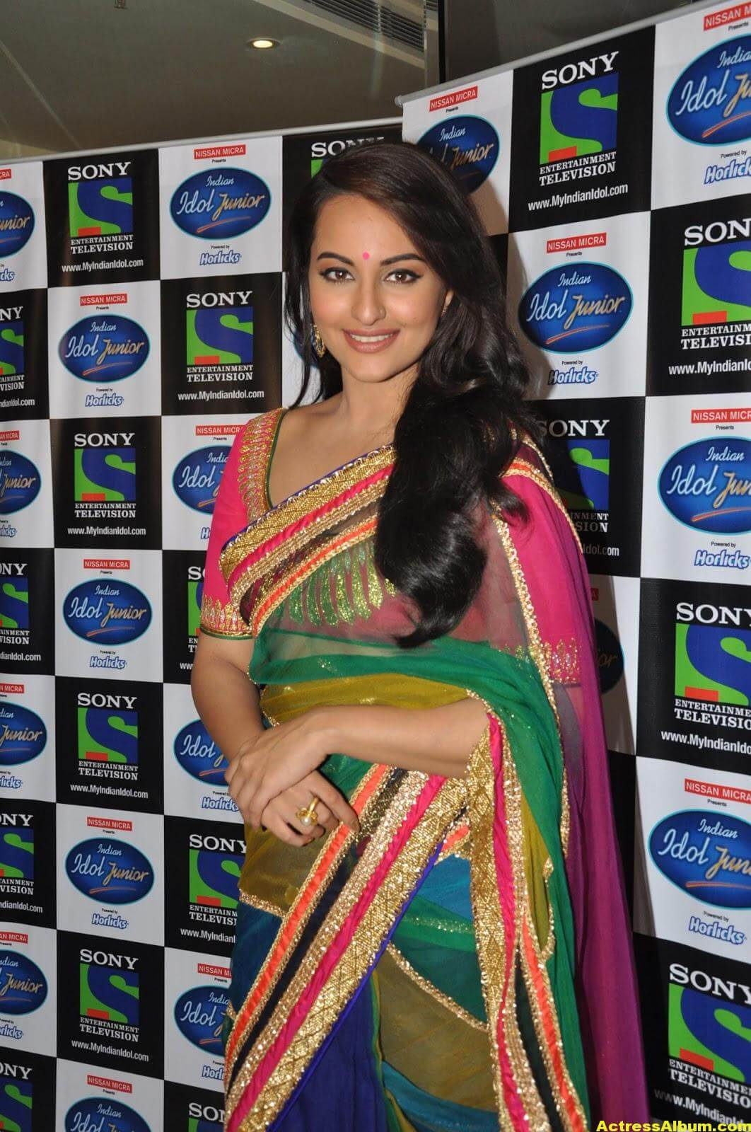 Sonakshi Sinha Looks Spicy In Colorful Saree Photoshoot 1