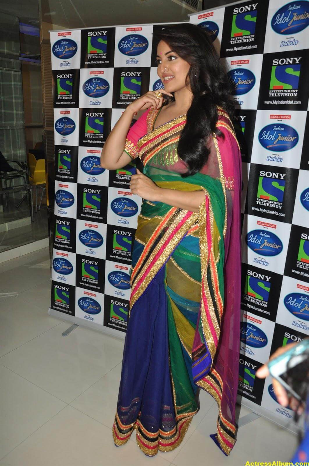 Sonakshi Sinha Looks Spicy In Colorful Saree Photoshoot 2