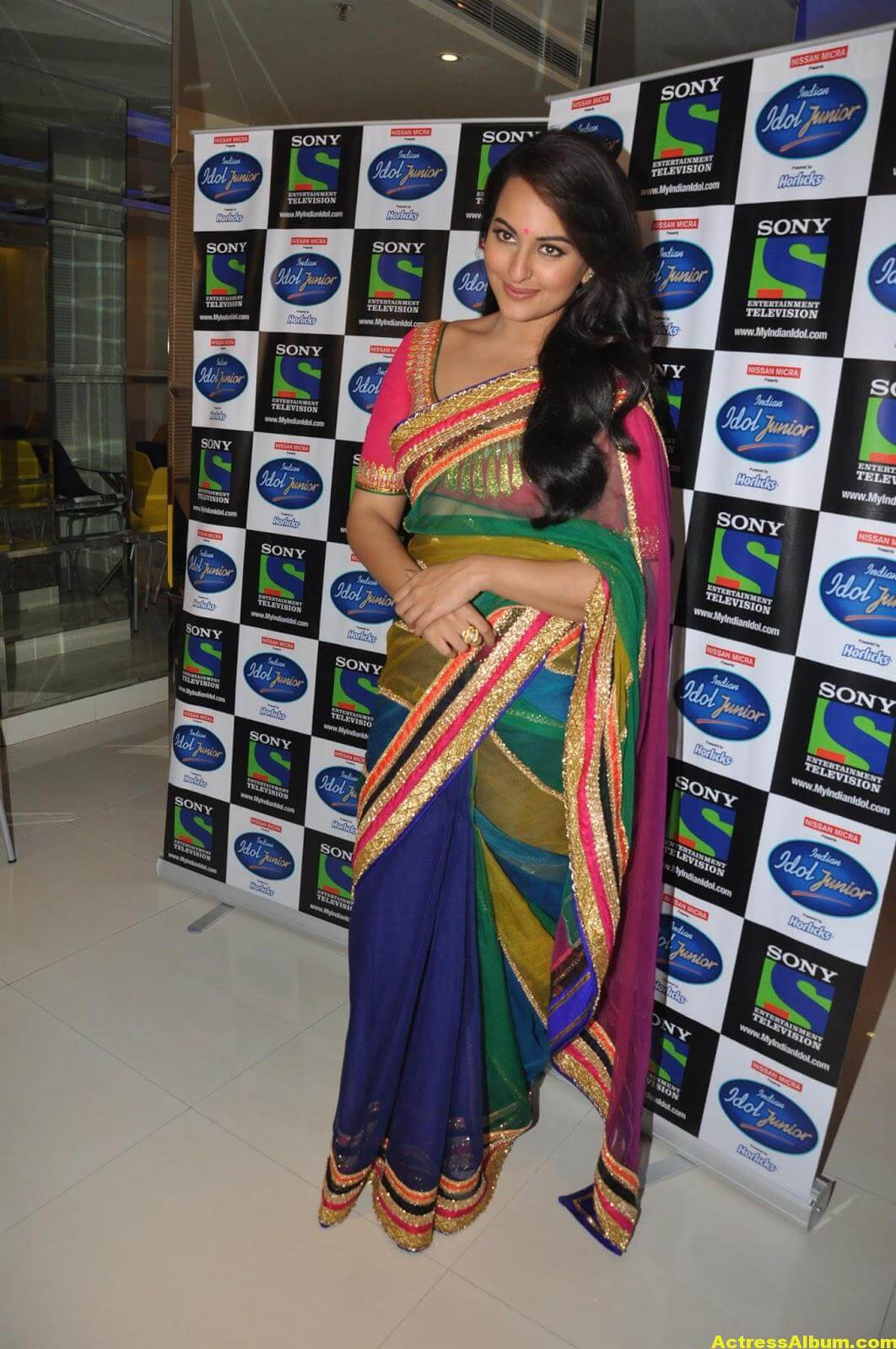 Sonakshi Sinha Looks Spicy In Colorful Saree Photoshoot 3