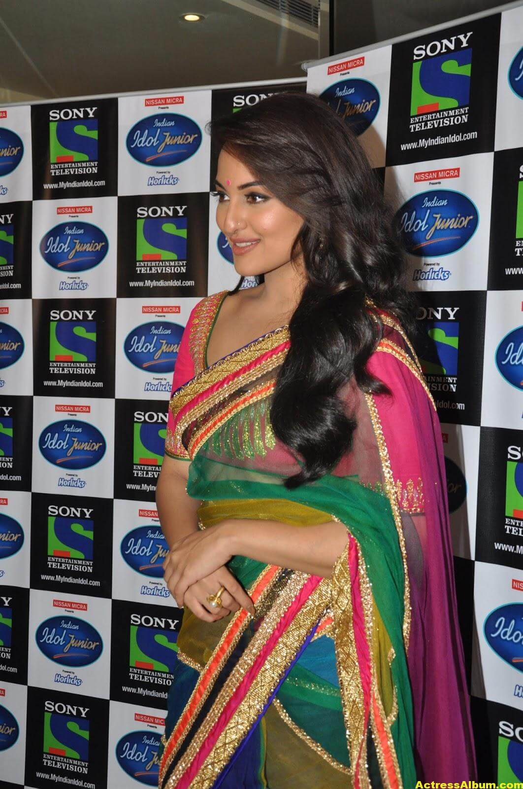 Sonakshi Sinha Looks Spicy In Colorful Saree Photoshoot 4