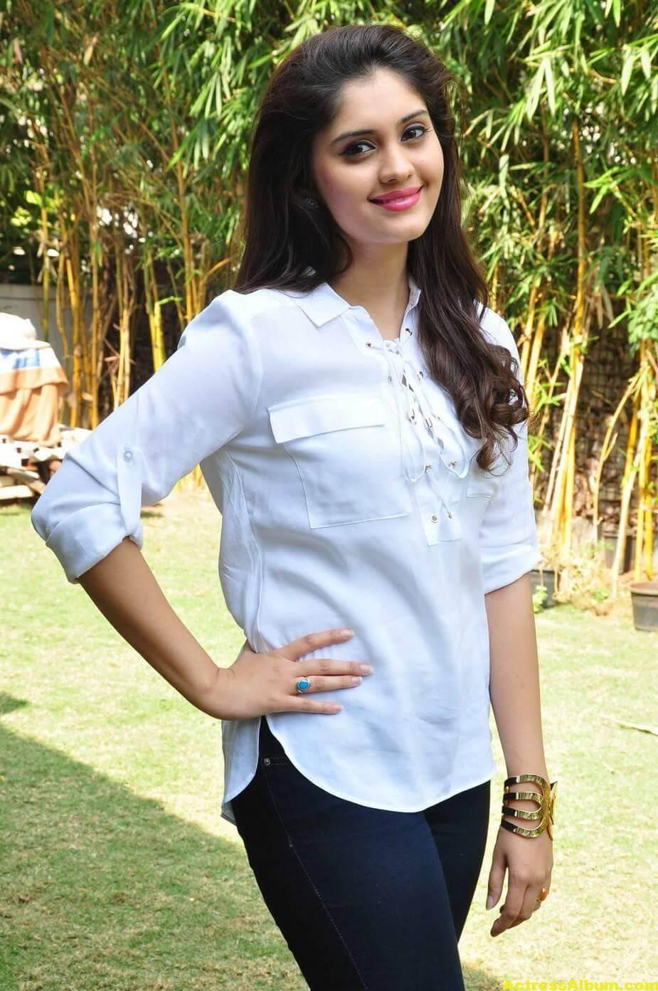 Tamil Actress Surabhi Hot Photos 7