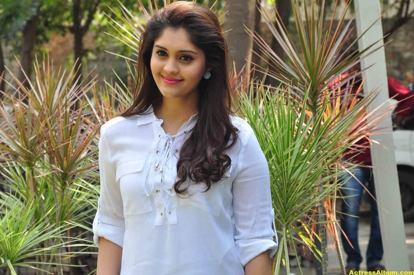 Tamil Actress Surabhi Hot Photos 8