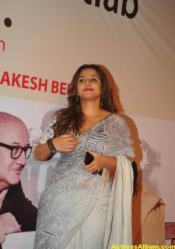 Vidya Balan Very Hot Beautiful Photoshoot In White Saree 3