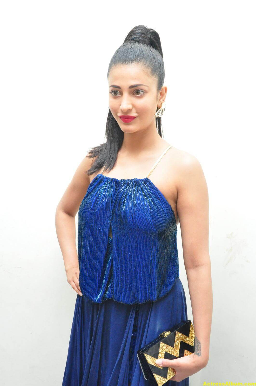 actress-shruti-hassan-in-blue-gown-at-movie-audio-release-2