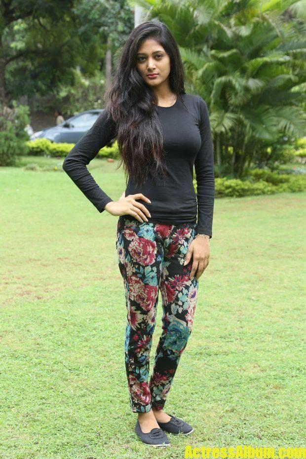 sushma-raj-in-black-dress-at-press-meet-3