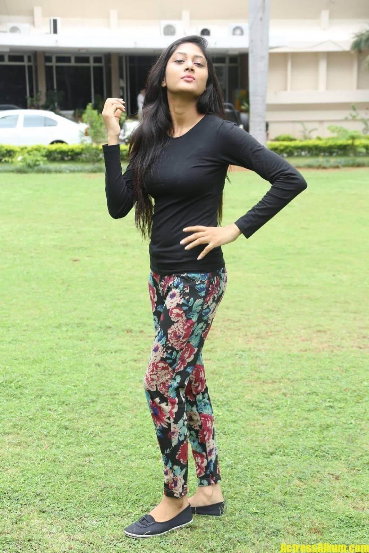 sushma-raj-in-black-dress-at-press-meet-5